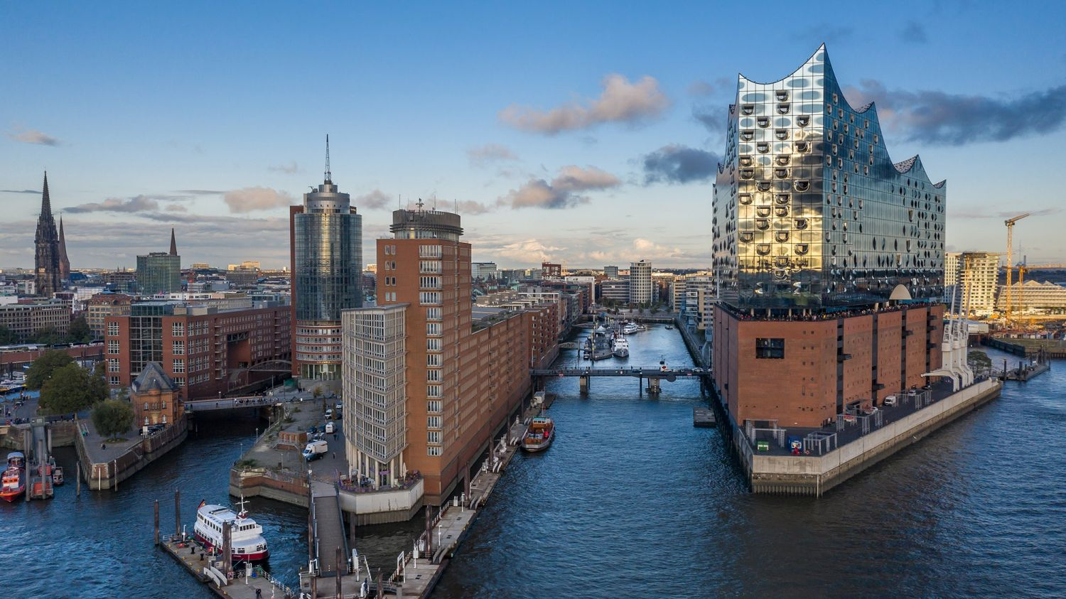 SGS Economics and Planning governing urban renewal hafencity